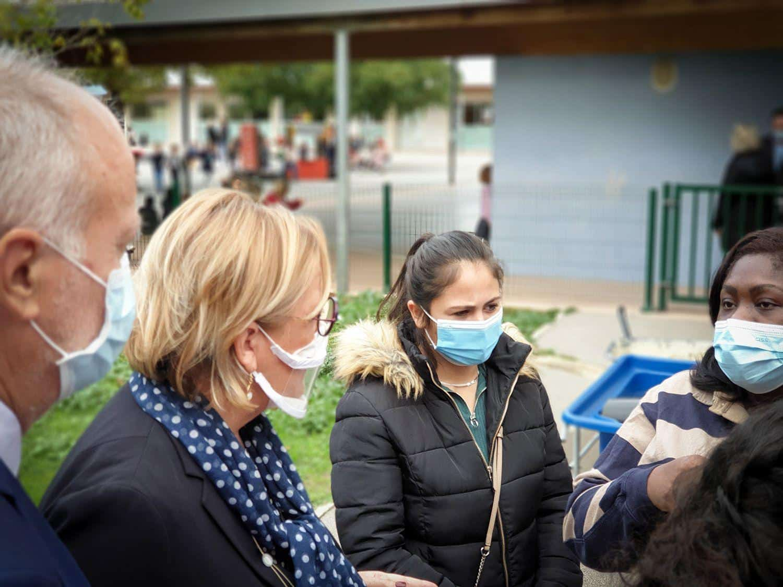 Claire Compagnon échange avec les mamans d'enfants de l'UEM